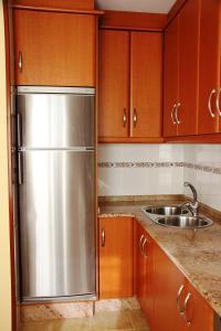 A kitchen or kitchenette at Apartamento Langosteira