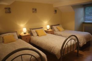 A bed or beds in a room at Millstreet Townhouse