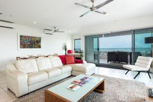 A seating area at Darwin Executive Suites & FREE CAR