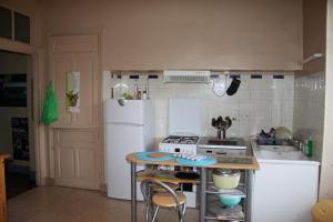 Cuisine ou kitchenette dans l'établissement Cantal'Envie