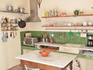 A kitchen or kitchenette at Villa Fegari