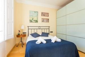 A bed or beds in a room at Apartment Link BCN City Center