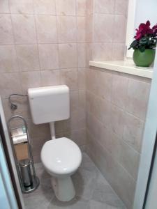 Ein Badezimmer in der Unterkunft Kastela stone town house