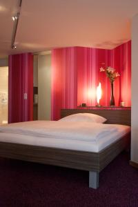 A bed or beds in a room at B&B Appartements