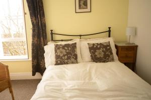 A bed or beds in a room at Belle Vue Terrace Apartment