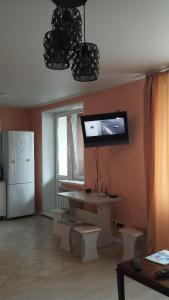 Телевизор и/или развлекательный центр в Апартаменты на Выгонная 4