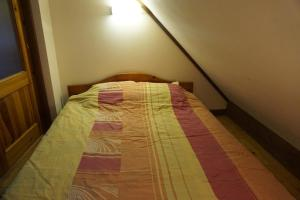 A bed or beds in a room at Šķiperi