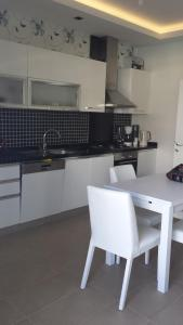 A kitchen or kitchenette at Felicia Residence