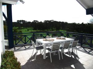 A balcony or terrace at Vue Golf Biarritz Phare