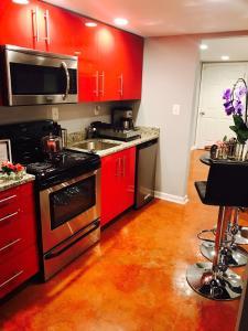 A kitchen or kitchenette at Studio H St Corridor
