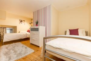 A bed or beds in a room at Trendy Apartment by the Danube