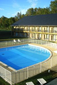 The swimming pool at or close to Adonis Hauts De Honfleur