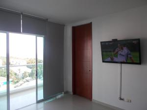 A television and/or entertainment center at Costa Azul Suites Apartamento 603