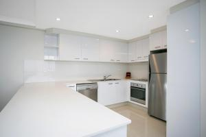 A kitchen or kitchenette at BreakFree Peninsula