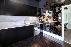 A bathroom at Lascelles Ballarat