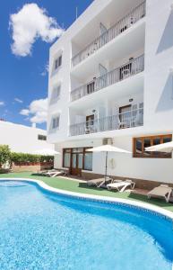 The swimming pool at or near Apartamentos Sofía Playa Ibiza