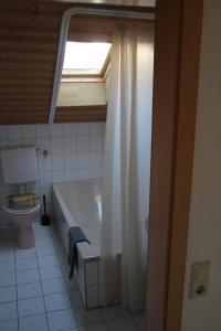 Ein Badezimmer in der Unterkunft private Ferienwohnung