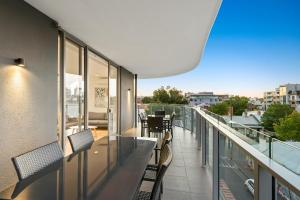 A balcony or terrace at District Apartments Fitzroy
