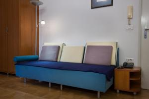 A seating area at Central Apartments Tour As