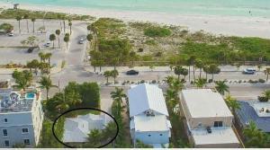 A bird's-eye view of Gorgeous Beach House Across The Street From The Beach! Kayaks, Bikes, Etc...