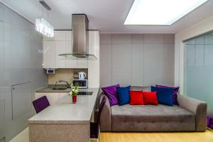 A seating area at Highvill Deluxe Apartments