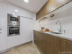 A kitchen or kitchenette at Center Pamplona Apartment