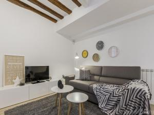 A seating area at Center Pamplona Apartment