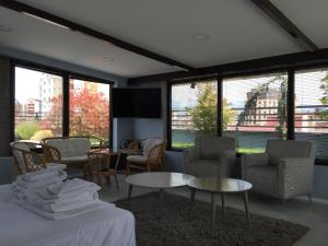 A seating area at Joan Apartments & Spa