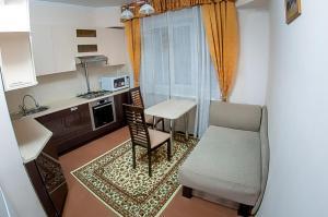 A kitchen or kitchenette at Apartments on Pushkina 41