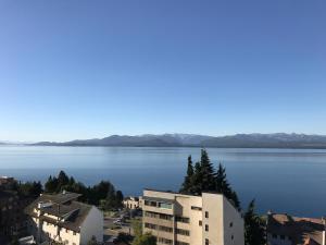 Una vista general del mar o el mar tomado desde el departamento
