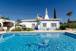 The swimming pool at or near Villa Quinta do Vale
