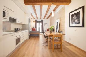 A kitchen or kitchenette at Stylish apartments in the heart of Barcelona!