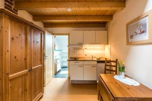 A kitchen or kitchenette at Heustadel Dasing