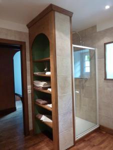 Salle de bains dans l'établissement Moulin de charme au jardin