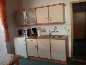 Küche/Küchenzeile in der Unterkunft Ferienwohnung Christine Nestler