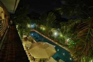 A view of the pool at d'Amour Villa Bali or nearby
