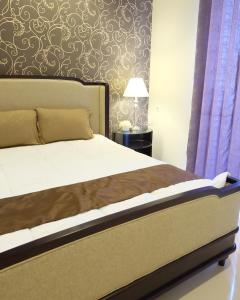 A bed or beds in a room at Cherry Hill