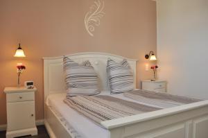 Ein Bett oder Betten in einem Zimmer der Unterkunft Ferienwohnungen Gehlberg