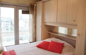 """A bed or beds in a room at Apartment """"Zeezicht"""""""