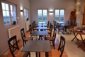 Ein Restaurant oder anderes Speiselokal in der Unterkunft PS Orion