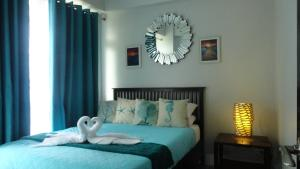 A bed or beds in a room at LG 3C Oceanway Residences - Boracay Newcoast