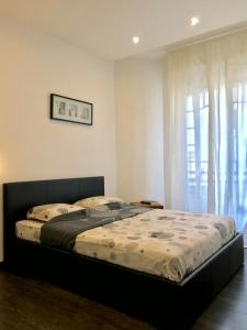 A bed or beds in a room at PAGANINI - New Lovely Cosy Flat in Heart of Nice