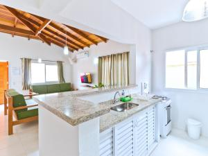 A kitchen or kitchenette at Residencial JL Maresias