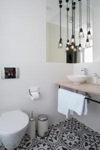A bathroom at Blue Birds Apartment