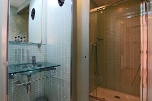A bathroom at ClassBedroom Beach Barcelona Apartments