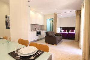 A seating area at ClassBedroom Beach Barcelona Apartments
