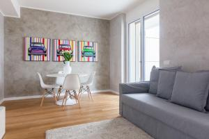 A seating area at Be Apartments Brembo