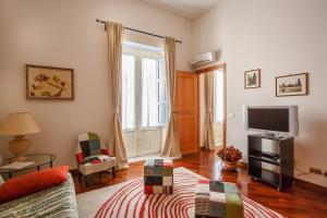 A seating area at Casa Mazzini34