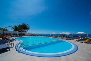 Het zwembad bij of vlak bij Duas Torres Hotel