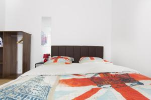 A bed or beds in a room at Nouvel Oasis 2